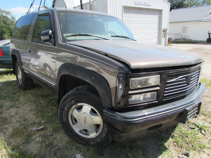 1992 GMC Yukon Front Right