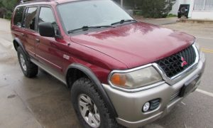 2000 Mitsubishi Montero Front Right