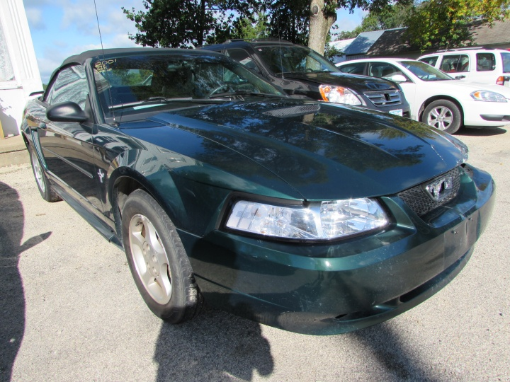 2001 Ford Mustang Front Right