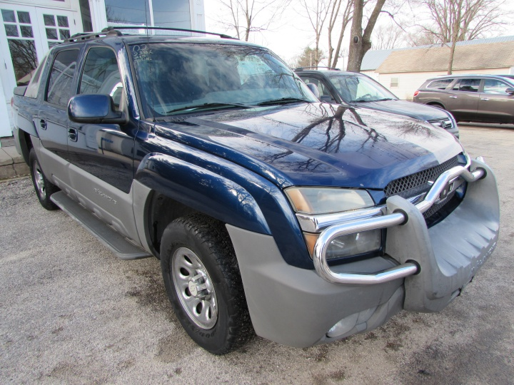 20002 Chevrolet Avalanche K1500 Front Right