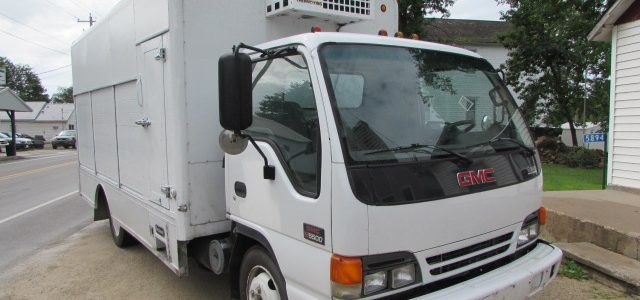 2002 GMC 5500 Front Right