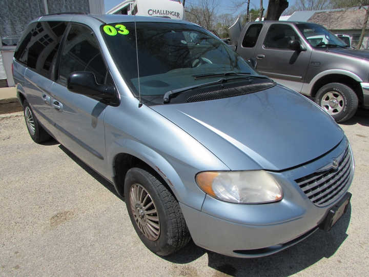 2003 Chrysler Voyager LX Front Right