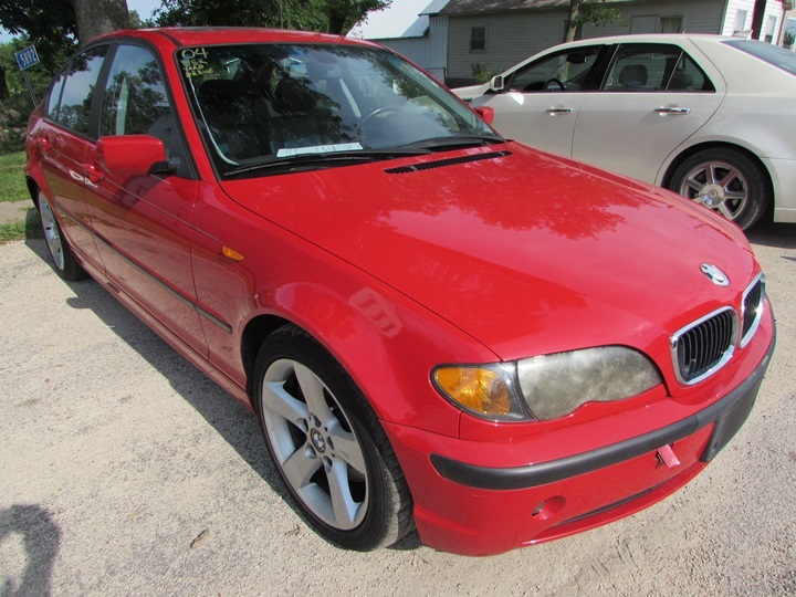 2004 BMW 325i Front Right