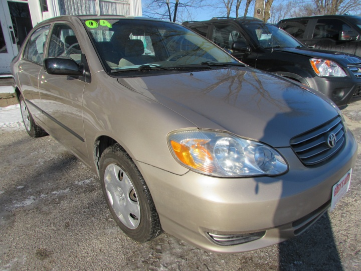 2004 Toyota Corolla CE Front Right