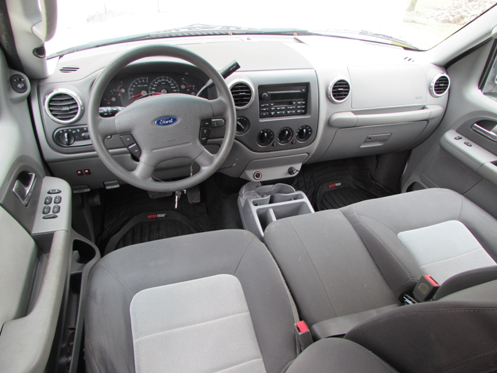 2004 Ford Expedition XLT Interior