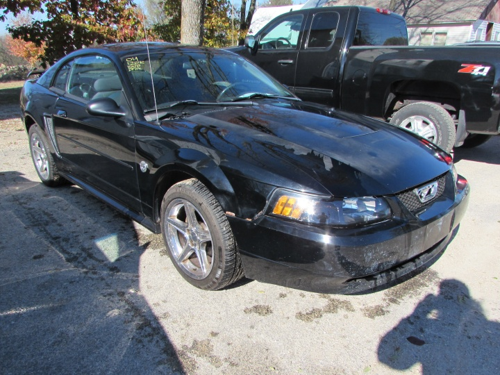 2004 Ford Mustang Front Right