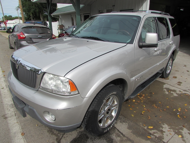 2004 Lincoln Aviator Front Left