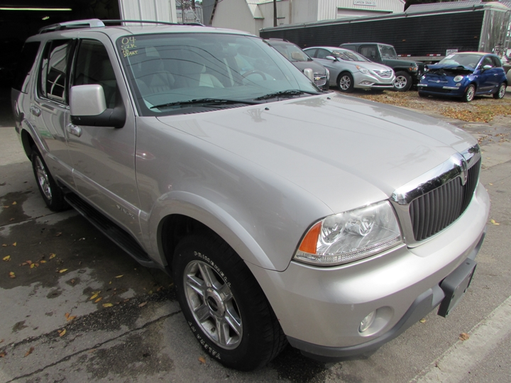 2004 Lincoln Aviator Front Right