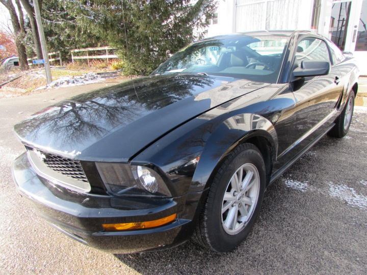 2005 Ford Mustang Front Left