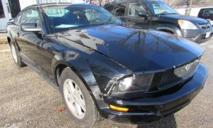 2005 Ford Mustang Front Right