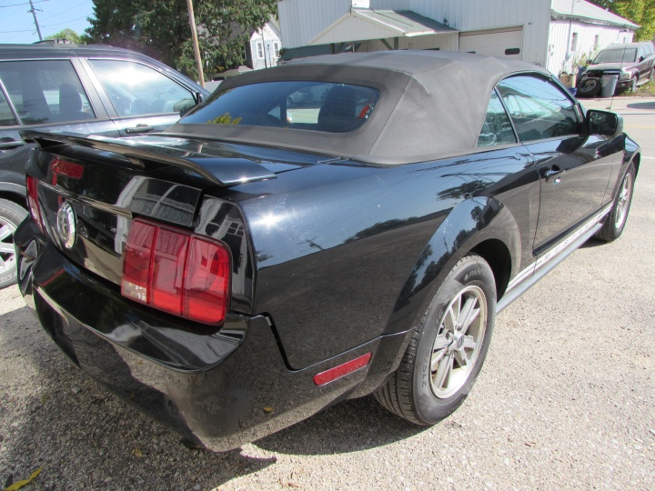 2005 Ford Mustang Rear Right