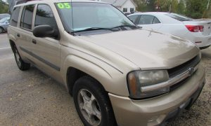2005 Chevrolet TrailBlazer EXT LS Front Right