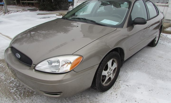 2006 Ford Taurus SE Front Left
