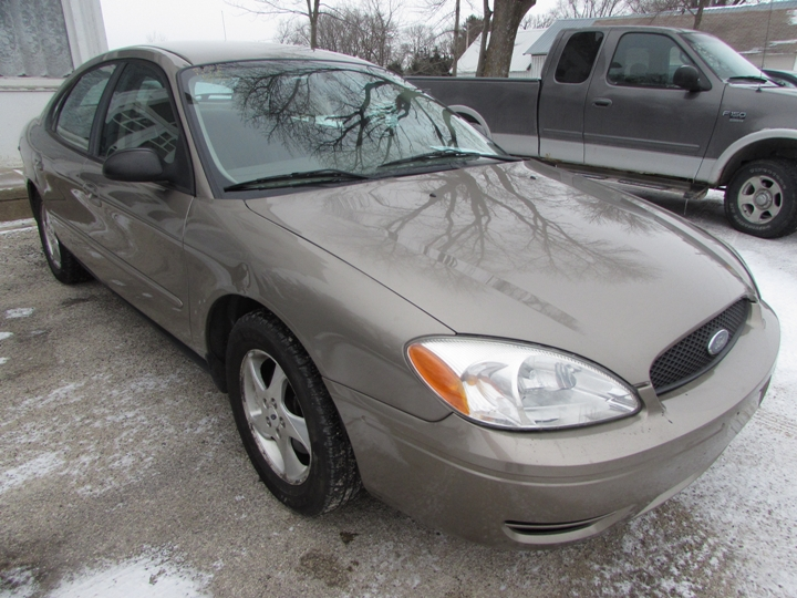 2006 Ford Taurus SE Front Right
