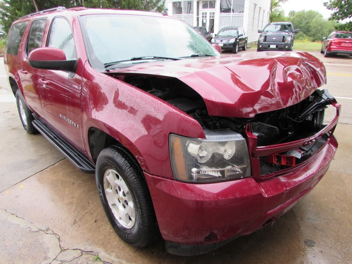 2007 Chevy Suburban LT Front Right
