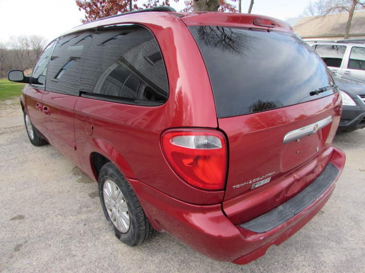 2007 Chrysler Town and Country LX Rear Left
