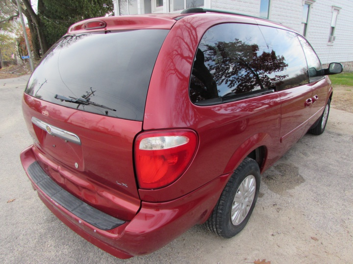 2007 Chrysler Town and Country LX Rear Right