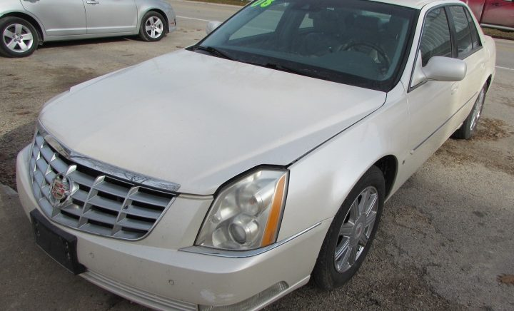 2008 Cadillac DTS Front Left