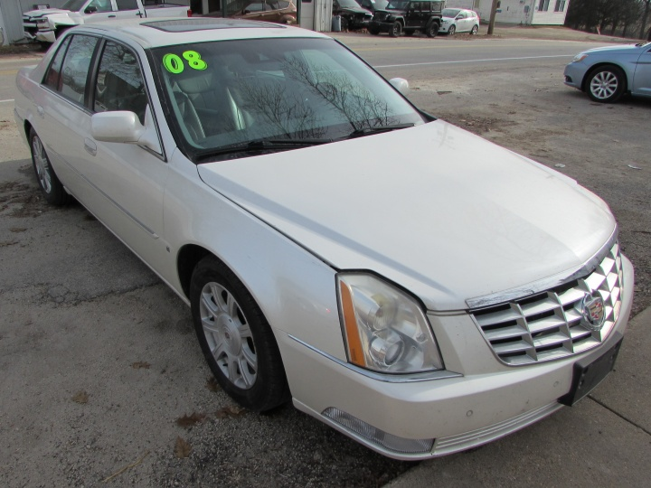 2008 Cadillac DTS Front Right