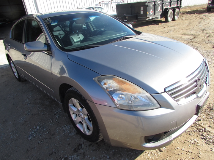 2008 Nissan Altima Front Right