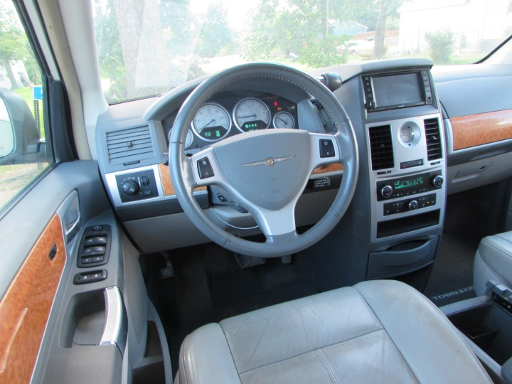 2008 Chrysler Town & Country Limited Interior