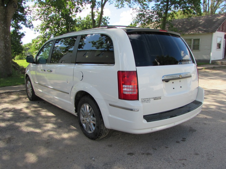 2008 Chrysler Town & Country Limited Rear Left