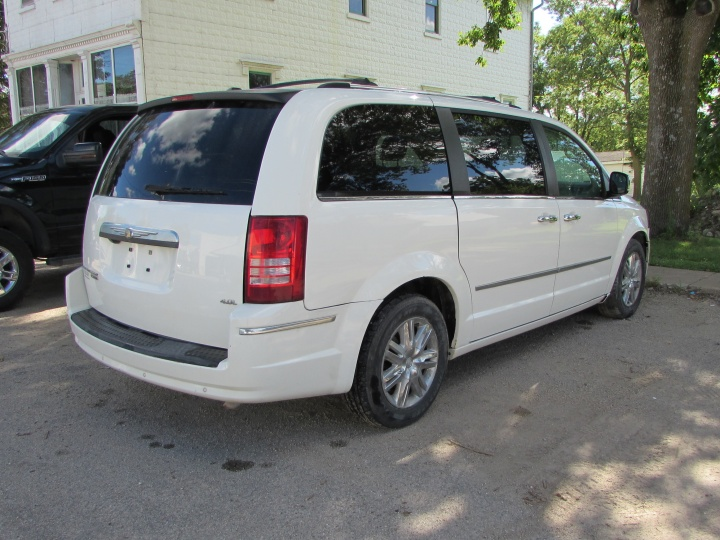 2008 Chrysler Town & Country Limited Rear Right