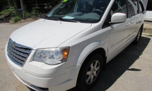 2008 Chrysler Town and Country Front Left
