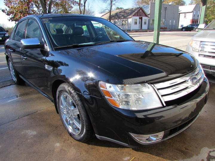 2008 Ford Taurus Limited Front Right