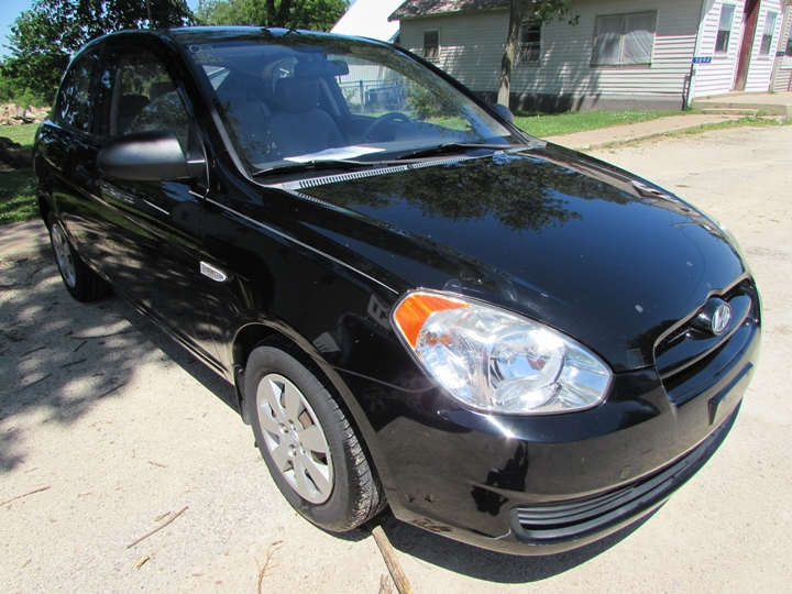 2009 Hyundai Accent GS Front Right