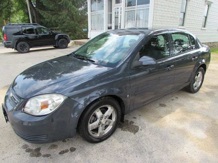 2009 Chevy Cobalt LT Front Left