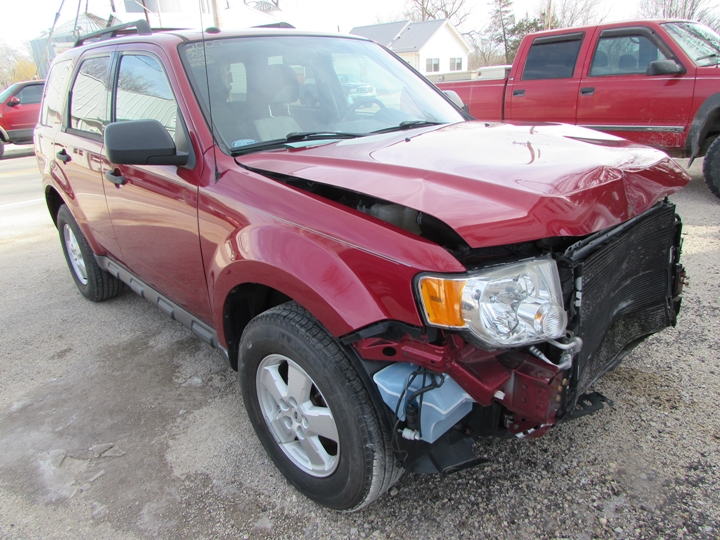 2009 Ford Escape XLT Front Right