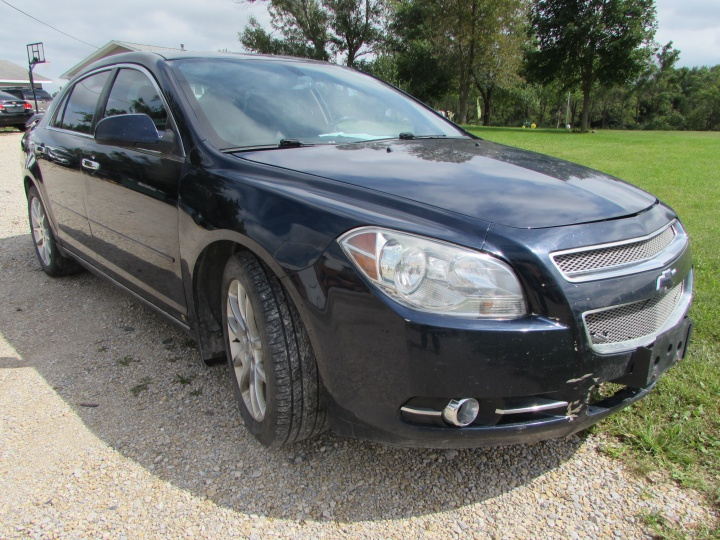 2009 Chevy Malibu LTZ Front Right