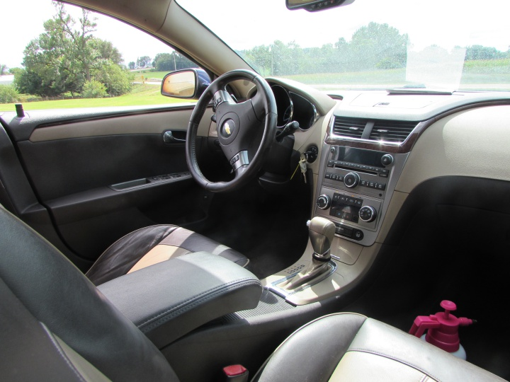 2009 Chevy Malibu LTZ Interior