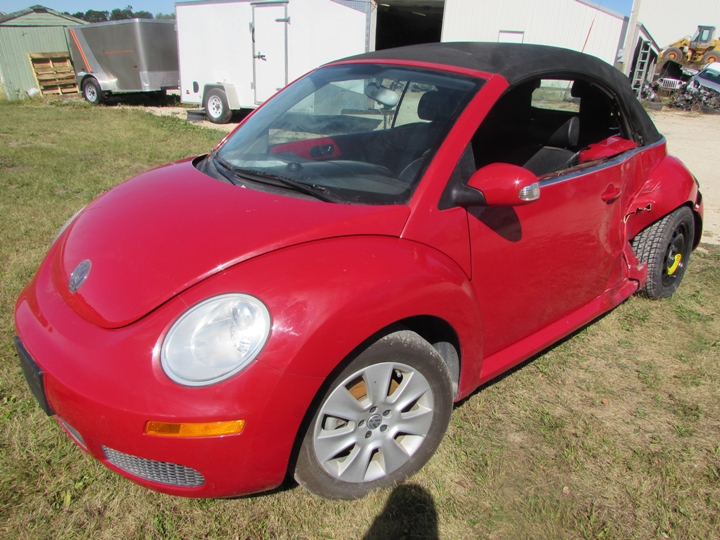 2009 VW New Beetle Front Left