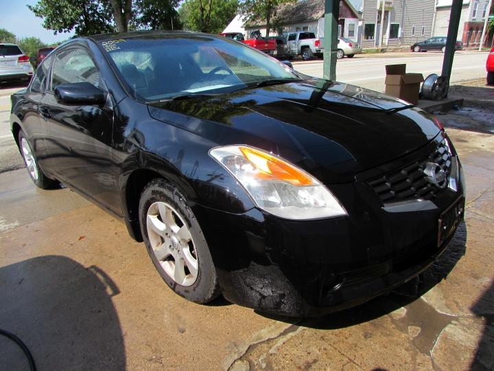 2009 Nissan Altima Front Right