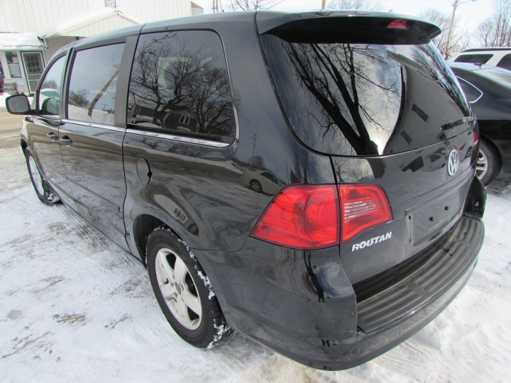 2009 VW Routan SE Rear Left