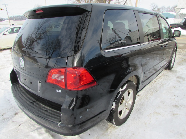 2009 VW Routan SE Rear Right