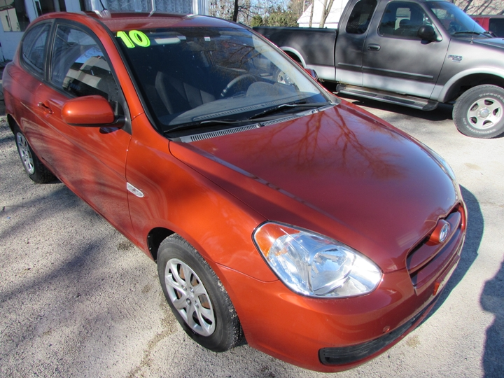 2010 Hyundai Accent Blue GS Front Right