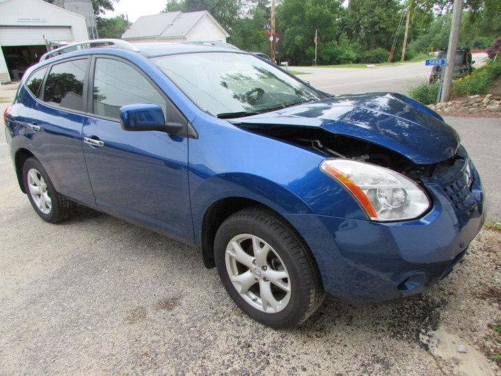 2010 Nissan Rogue Front Right