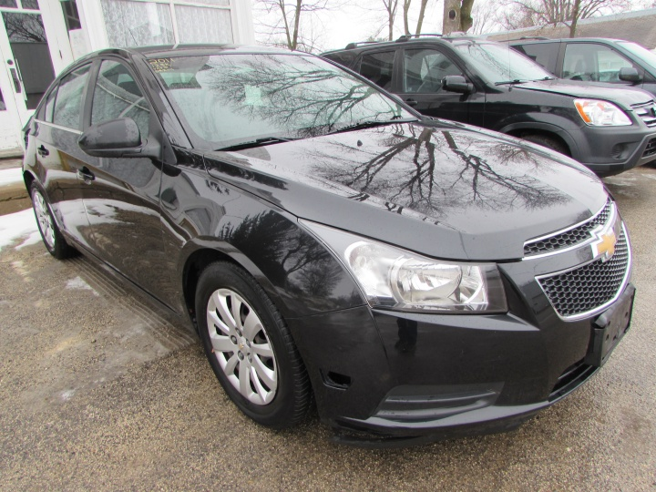 2011 Chevy Cruze LS Front Right