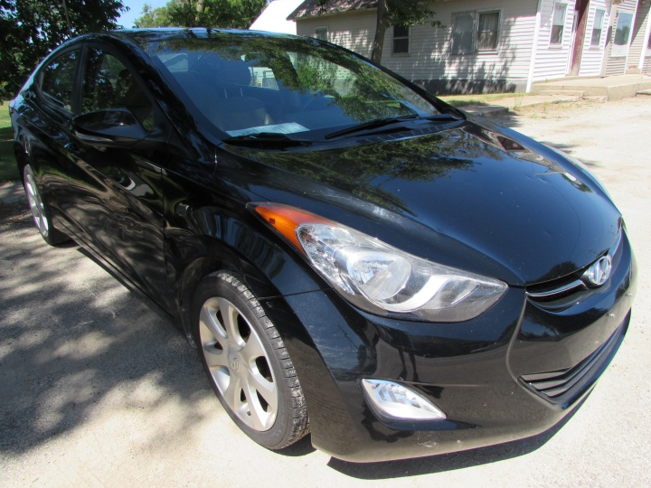 2011 Hyundai Elantra Limited Front Right
