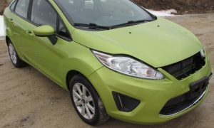 2011 Ford Fiesta SE Front Right