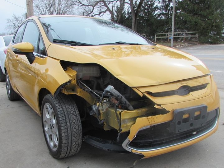 2011 Ford Fiesta SES Front Right