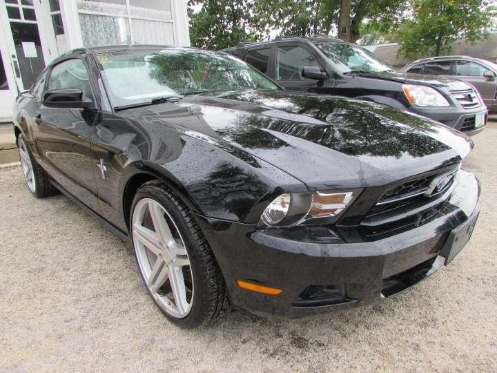 2011 Ford Mustang Front Right
