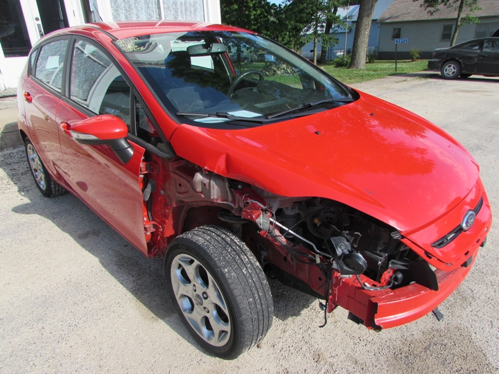 2012 Ford Fiesta SES Front Right