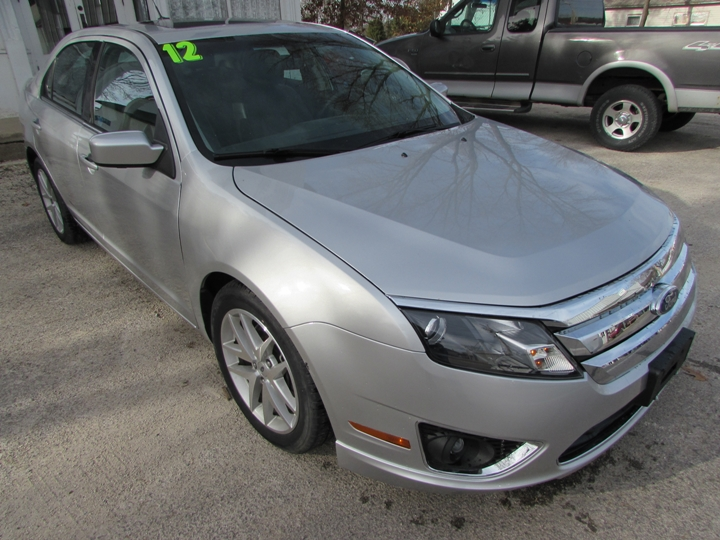 2012 Ford Fusion SEL Front Right
