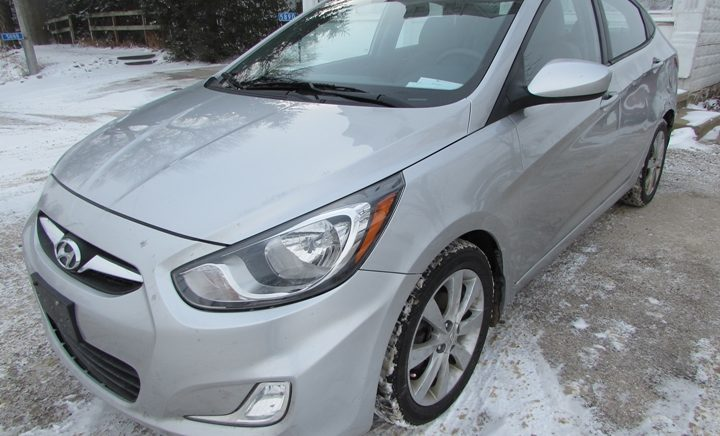 2012 Hyundai Accent Front Left