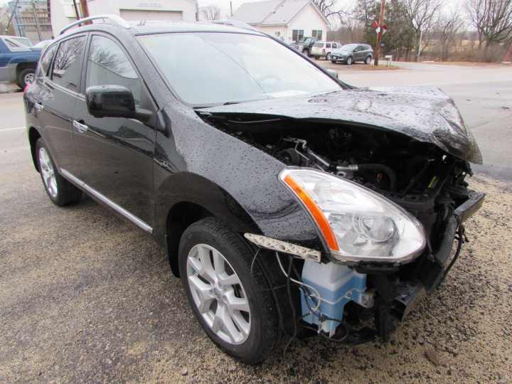 2012 Nissan Rogue SL Front Right