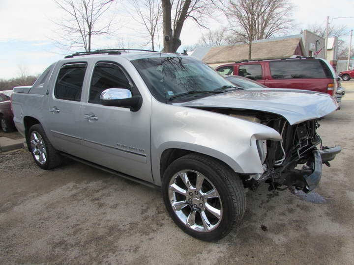 2013 Chevy Avalanche LTZ Front Right